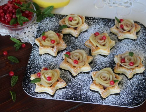 Stelline di pasta sfoglia con confettura e rose di mela: dolcetti furbi!
