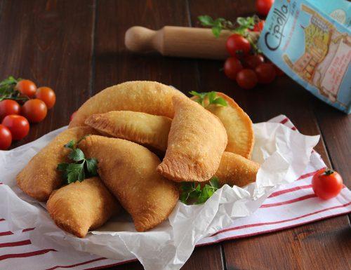 Panzerotti fritti: ricetta con farina di semola.