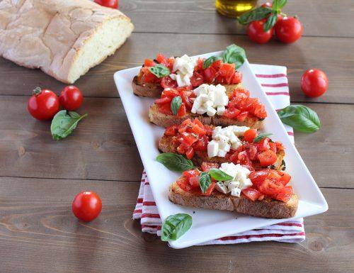Bruschetta caprese: pomodoro e mozzarella