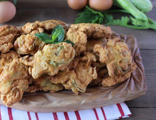Pittuilli calabresi: ricetta delle frittelle di zucchine e fiori della nonna
