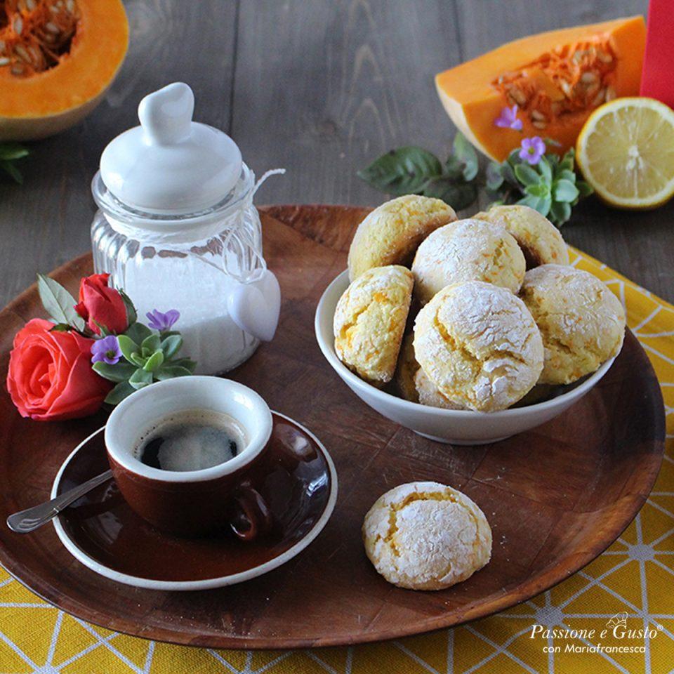 Biscotti morbidi alla zucca e mandorle