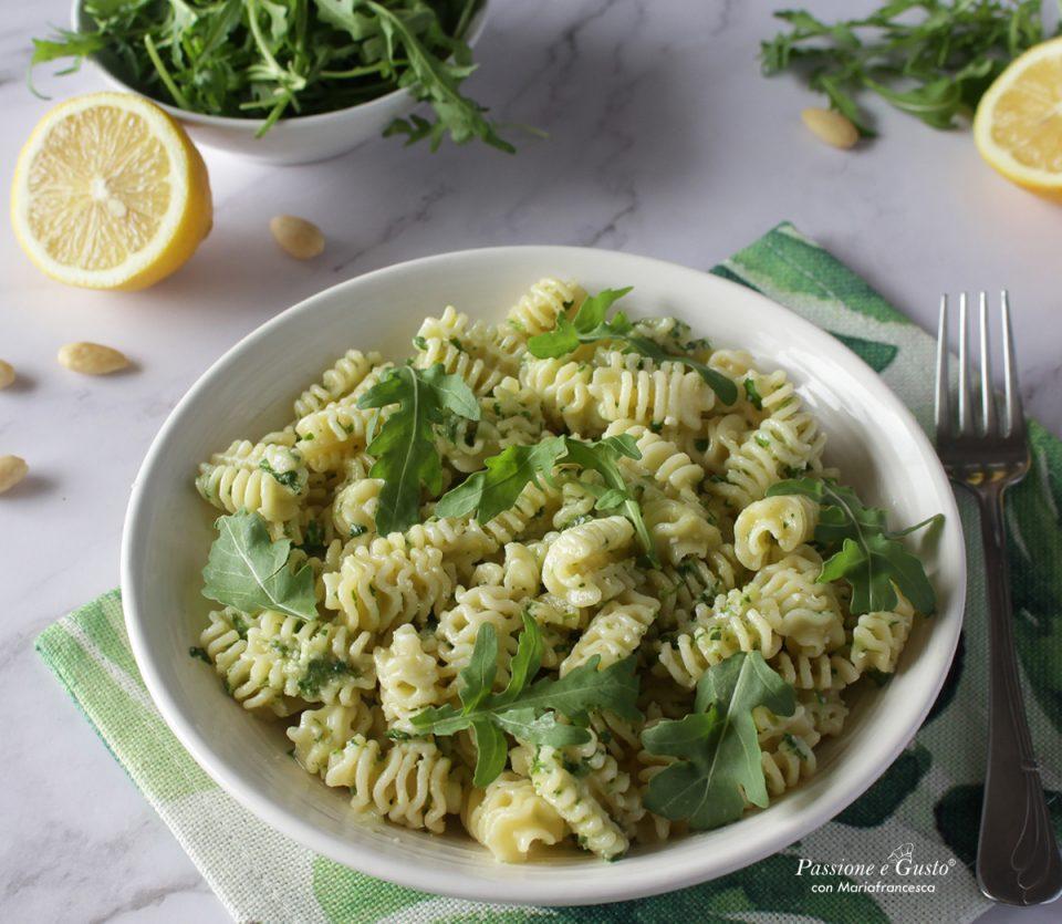 Pasta al pesto di mandorle: ricetta veloce e gustosa