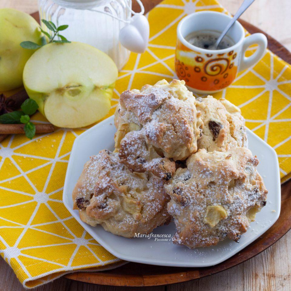 Biscotti alle mele con uvetta e cannella: irregolari, morbidi e gustosi (ricetta senza burro e senza latte)