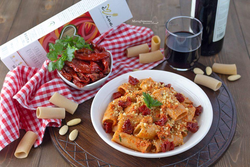 Millerighe con pesto di pomodori secchi e granella croccante