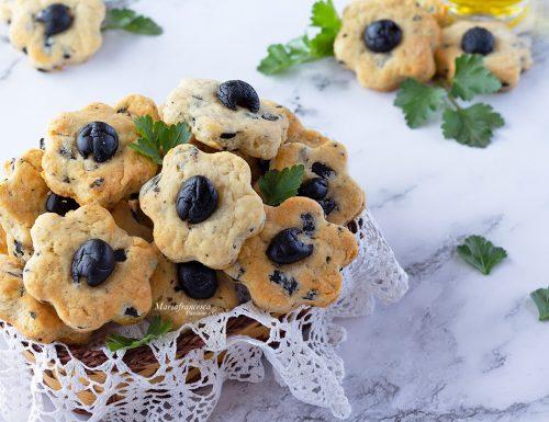 Frollini salati alle olive senza burro: uno snack finger food semplice e gustoso!