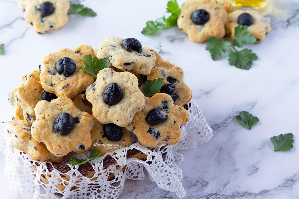 Frollini salati alle olive senza burro: uno snack finger food semplice e gustoso! Passione e gusto con Mariafrancesca