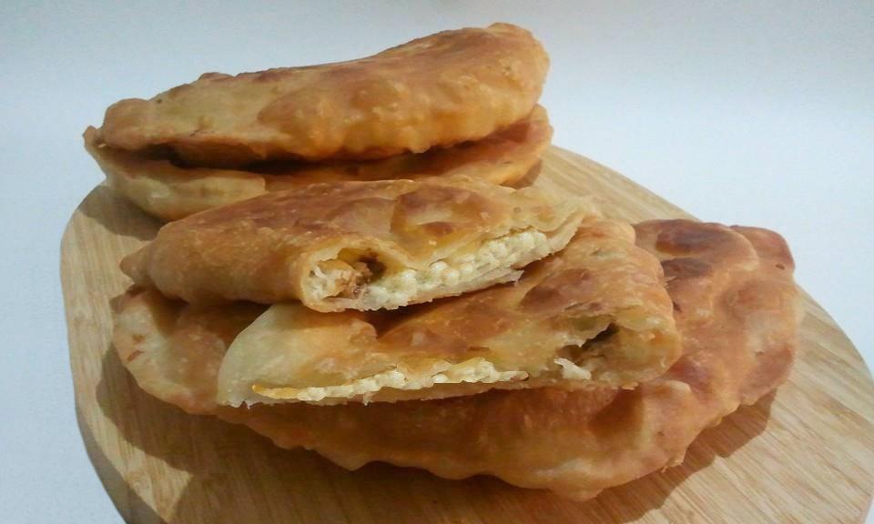 La siciliana pizza fritta tipica catanese - Impasto per tavola calda siciliana ...