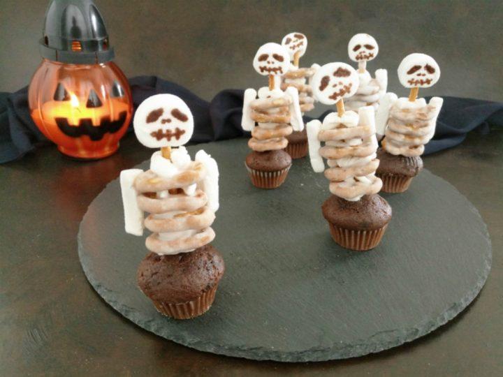 muffin al cioccolato con scheletro O