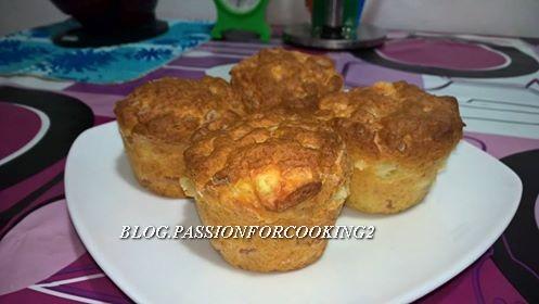 Muffin salati con wurstel e provola