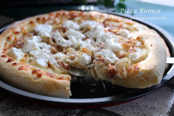 Pizza bianca con pancetta e ricotta for Pizza con planetaria