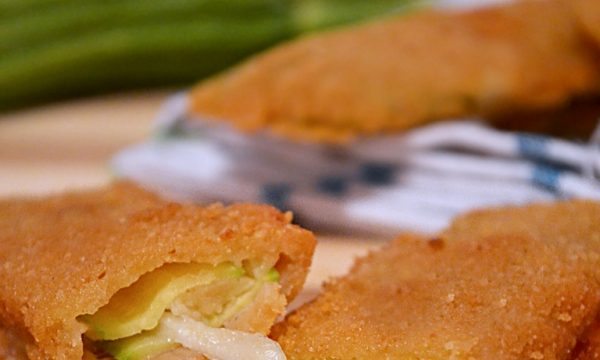 Zucchine panate ripiene di provola affumicata, ricetta contorno