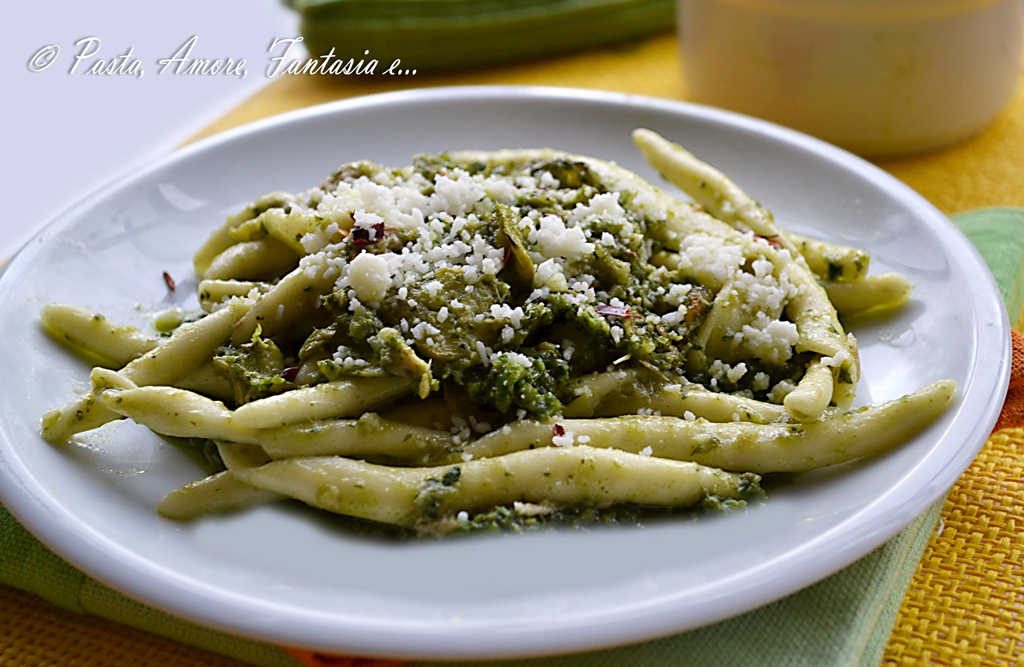 Pasta al ferro con pesto aromatico, tonno e zucchine, primo piatto