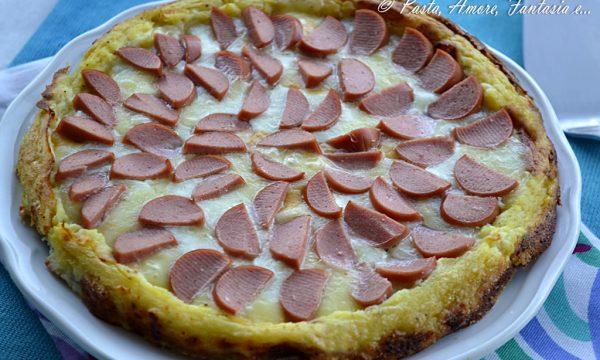 Torta di Patate filante con formaggi e wurstel, torta salata