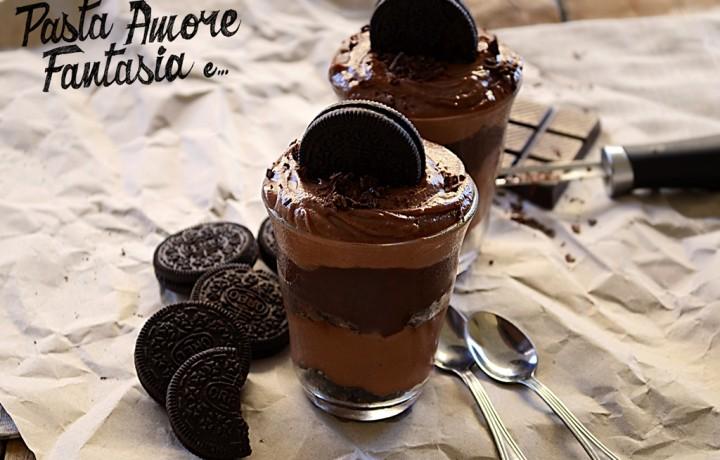 Bicchieri al cioccolato, Nutella e Oreo, ricetta dolce