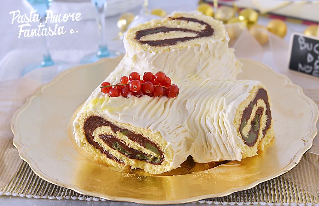 Ricetta Tronchetto Di Natale Al Cioccolato Bianco.Buche De Noel Con Crema Alle Nocciole Pistacchio E