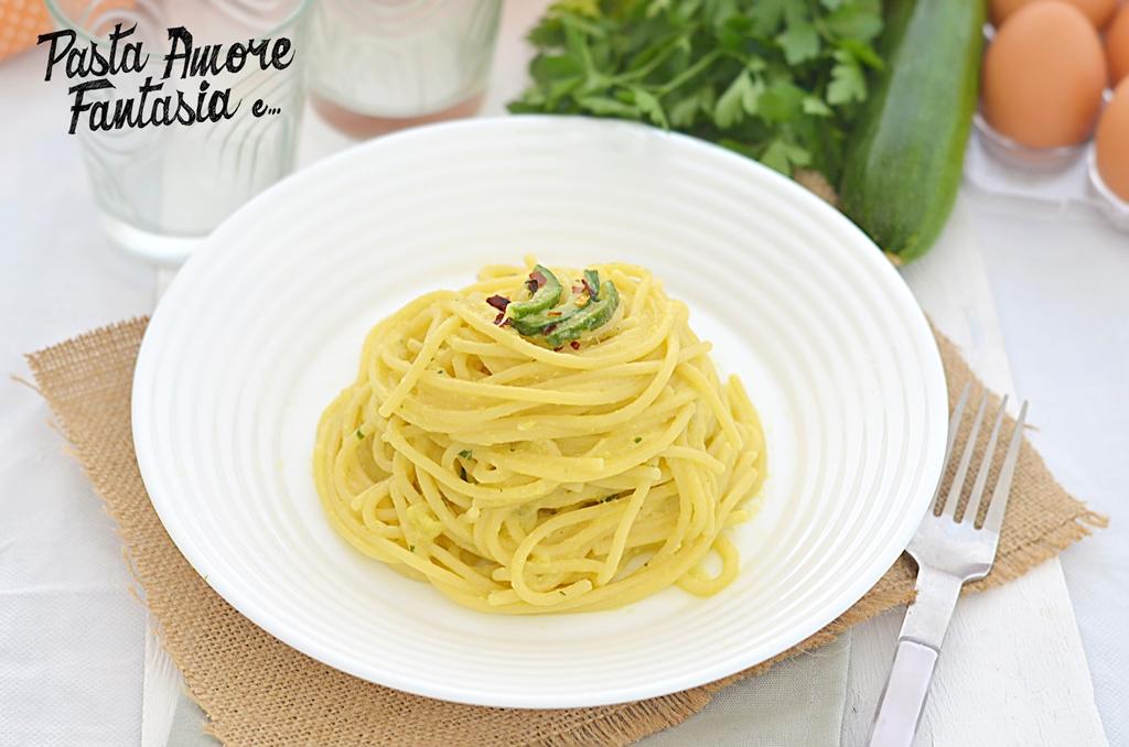 Spaghetti cremosi con zucchine e uova