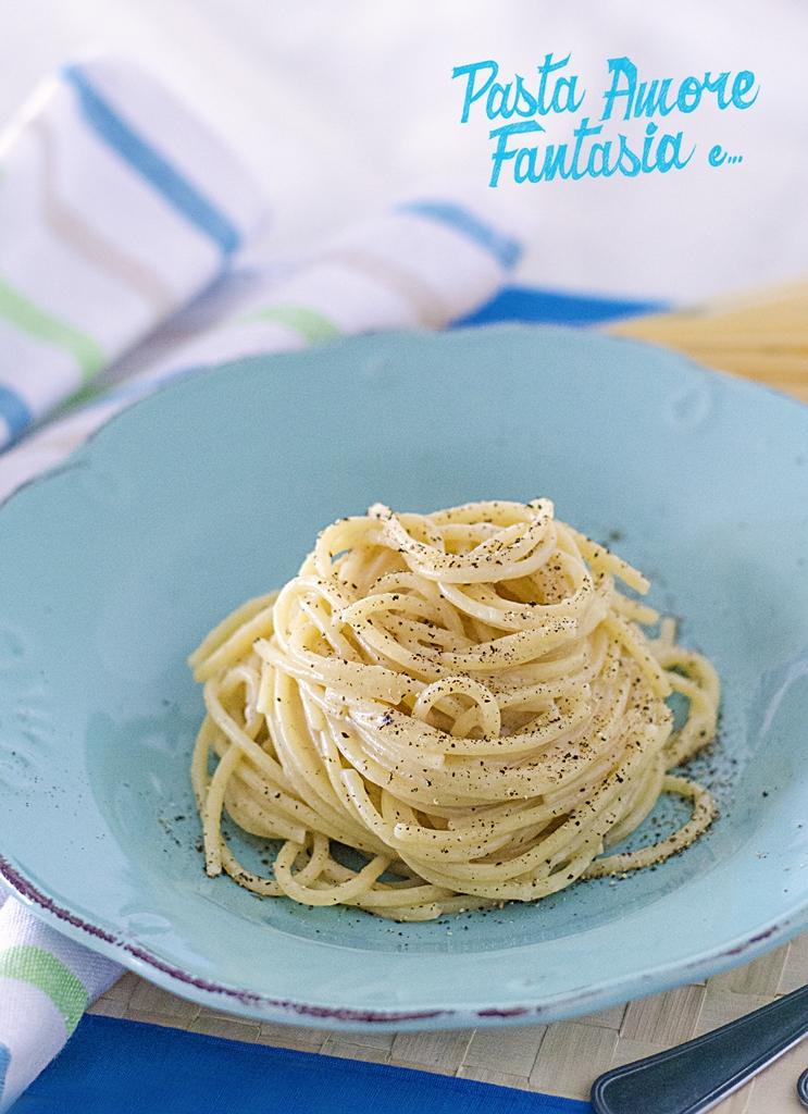 Cacio e pepe pasta recipes dishmaps for Pasta romana