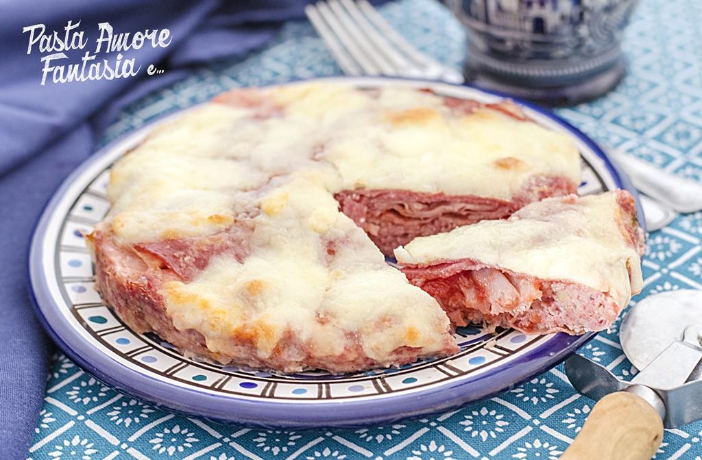 Pizza di carne macinata con Prosciutto e Salame