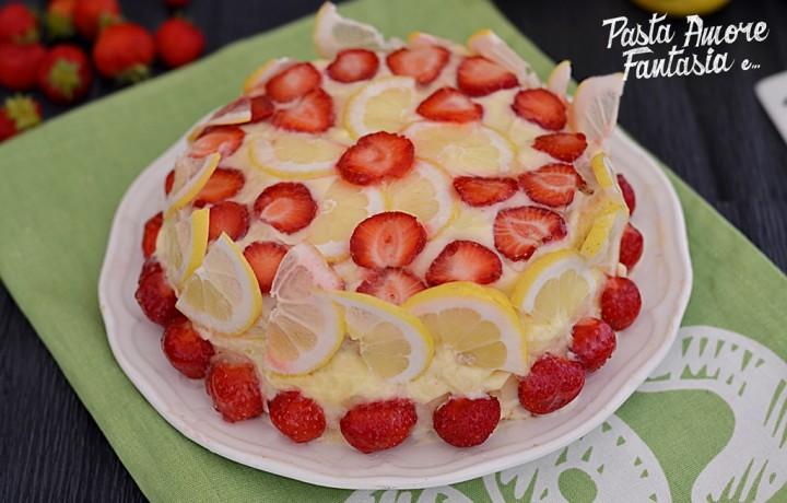 Torta alla panna con crema al limone e fragole