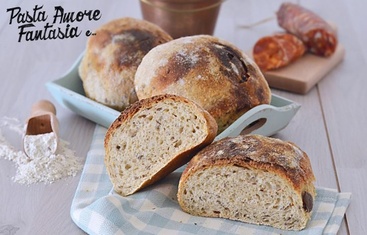 Pagnottelle di grano saraceno e farro con Olive e Salame