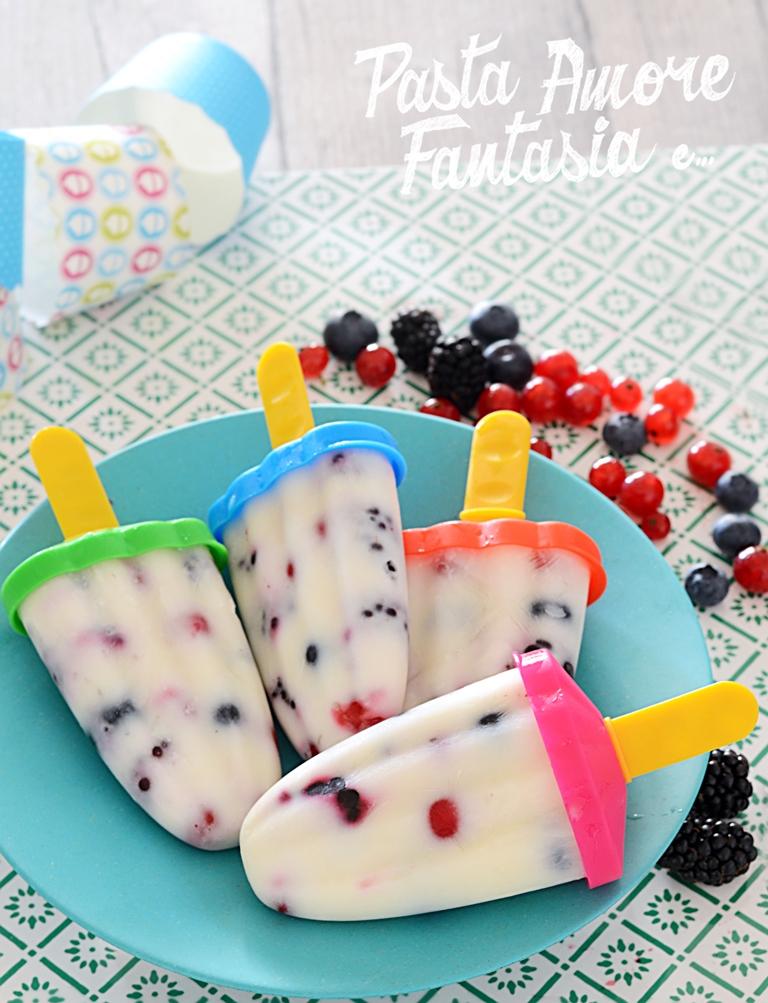 Ghiaccioli allo Yogurt con Frutti di Bosco