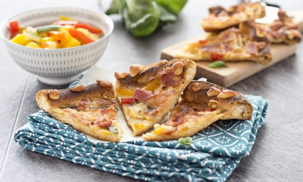Pizza con Peperoni, Zucchine, Mozzarella e Provola