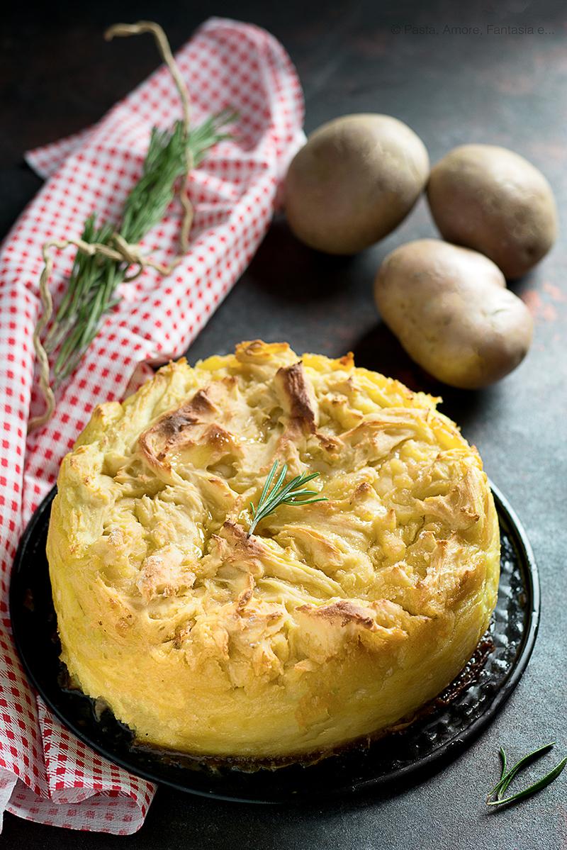 Sbriciolata di Patate con Salsiccia, Gorgonzola e Provola Affumicata