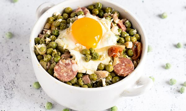 Ervilhas com Ovos, Piselli con Uova e Salame