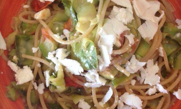 Pasta light zucchine feta e pomodorini