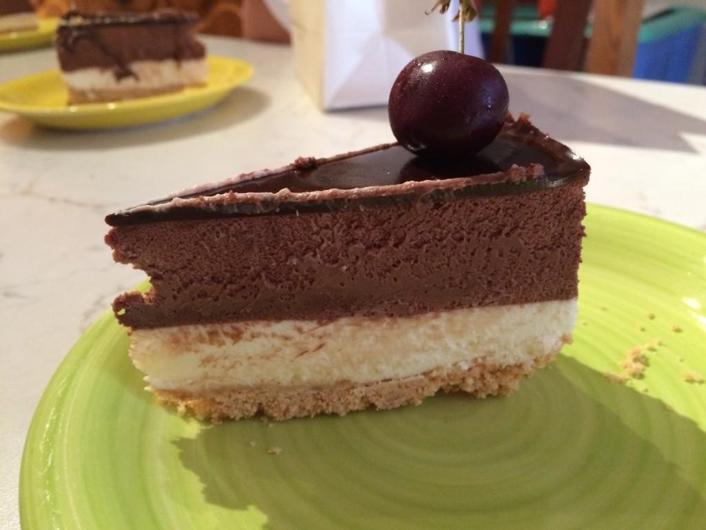 torta fredda yogurt e cioccolato bianco e bavarese al cioccolato fondente