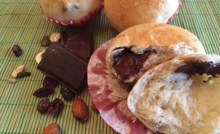 Brioche con cuore di cioccolato e frutta secca