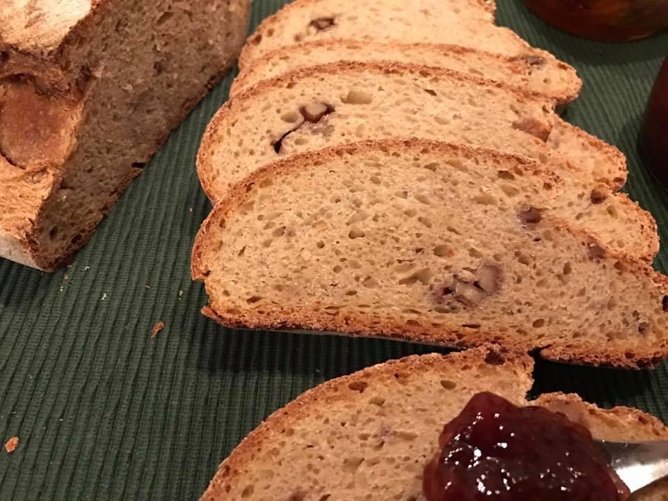 Pane di farina di Saragolla e noci