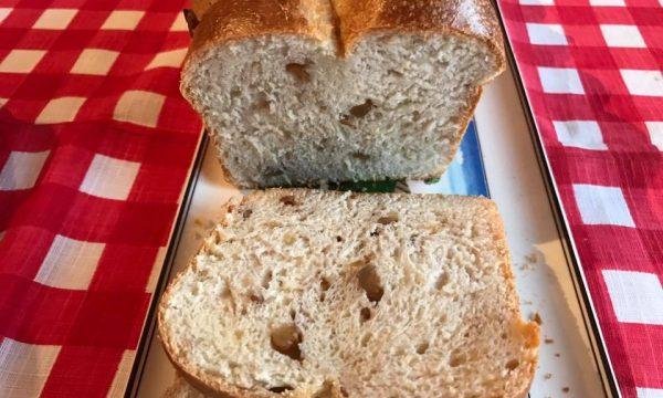 Pan Brioche del buongiorno (pan brioche con noci e miele)
