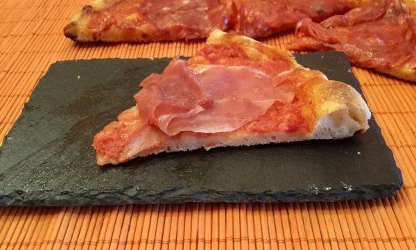 Pizza al piatto estiva cotta nel testo romagnolo