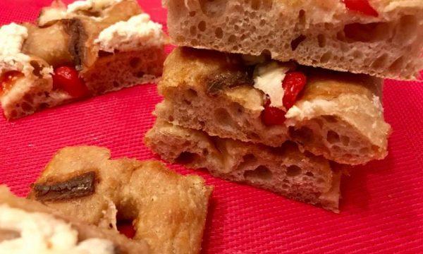 Focaccia semi integrale con pomodorini alici e burrata