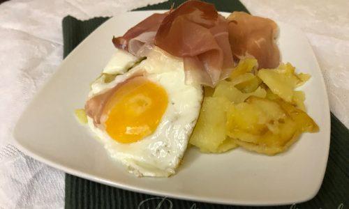 Uova patate e speck ( il piatto dello sciatore)