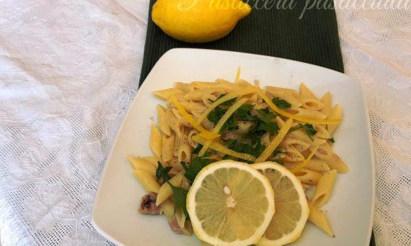 pasta tonno e limone con prezzemolo