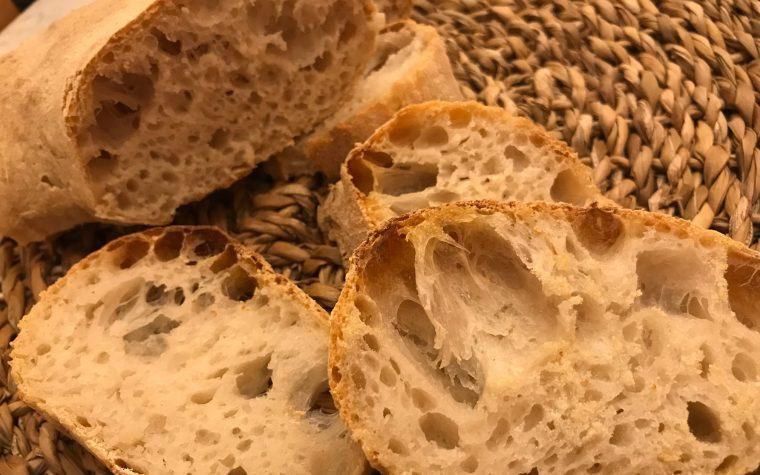 Ciambella di pane bucoso con lievito madre