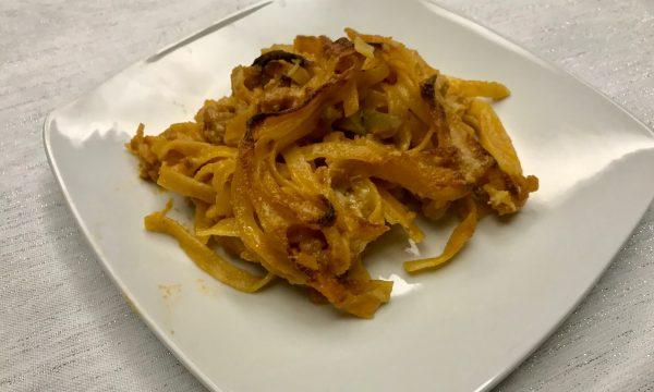 fettuccine al forno con funghi e salsiccia