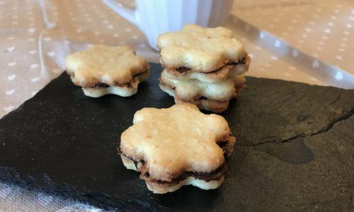 frollini al cocco con crema al cioccolato fondente(biscotti al cocco)