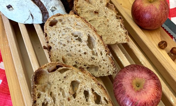 Pan di Mela con mele annurche e nocciole