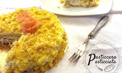 Torta mimosa salata con salmone e olive