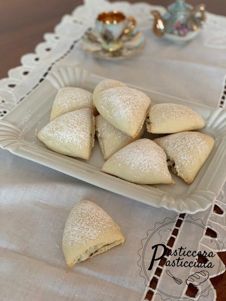 Ravioli dolci con ricotta e uvetta