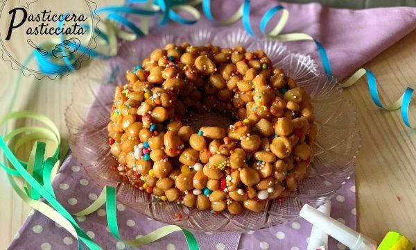 Corona di struffoli fritti (ricetta campana)