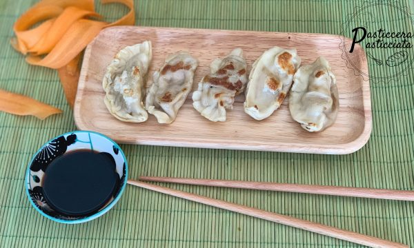Ravioli cinesi con carne e gamberi