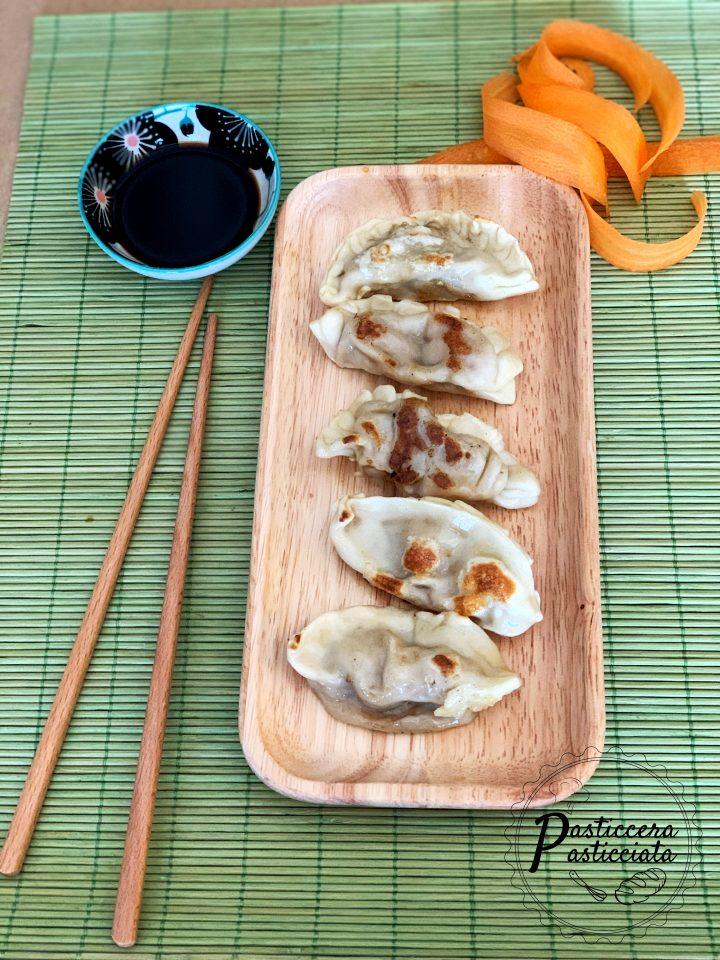 Ravioli cinesi con gamberi e maiale