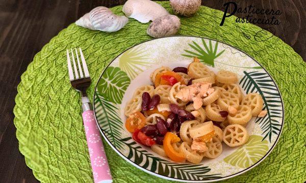 Pasta fredda con salmone e fagioli rossi