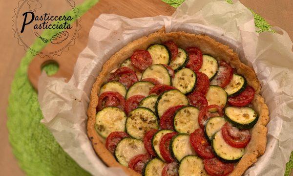 Crostata salata con pomodori e zucchine