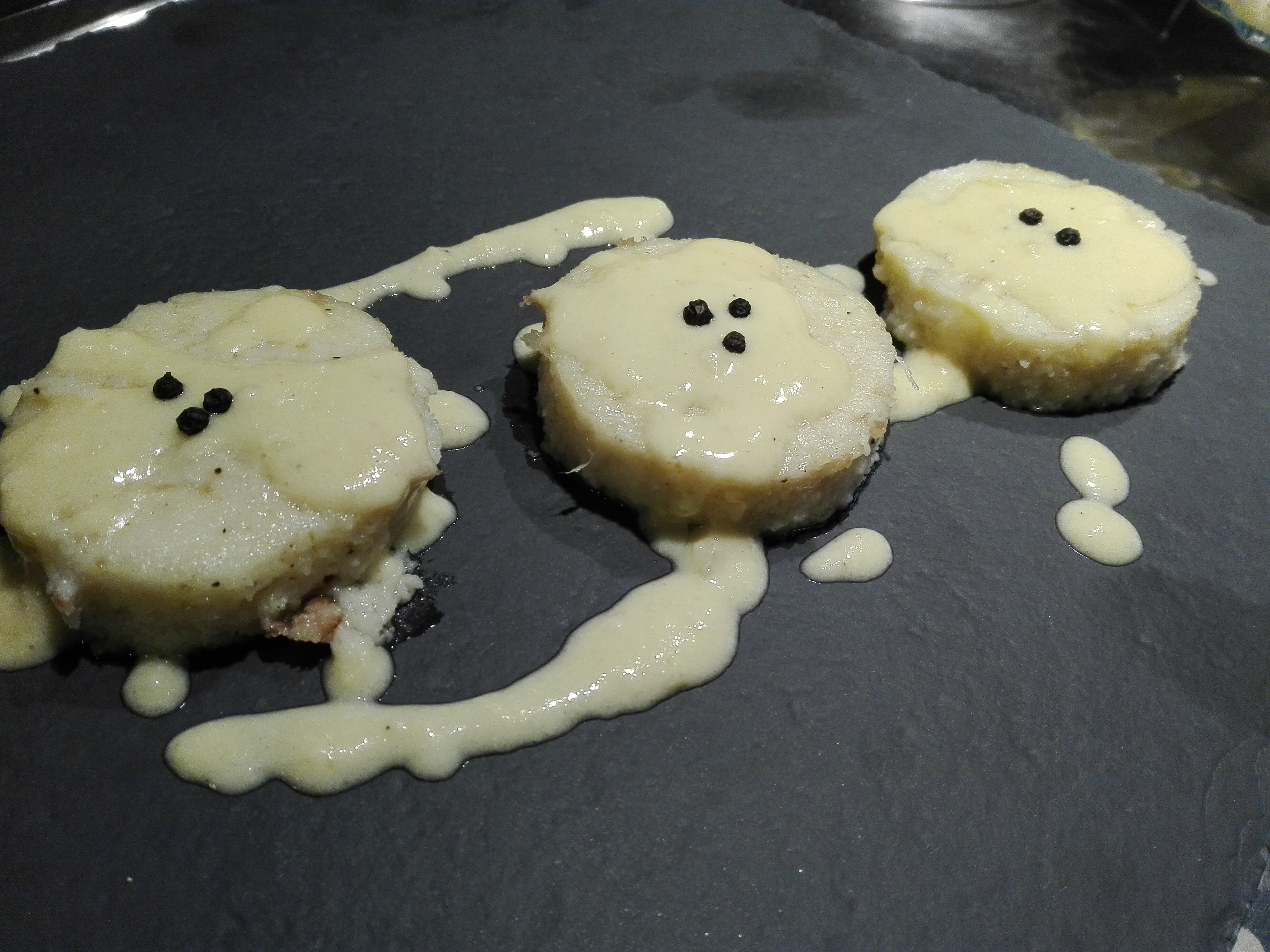Gnocchi di semolino con fonduta di parmigiano e pecorino
