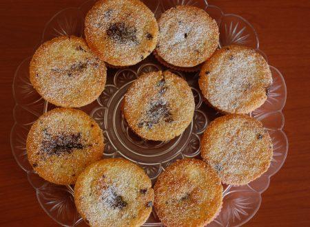 Muffin con Gocce di Cioccolato e Frosting